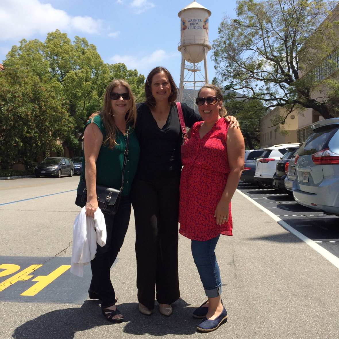 The DG girls power lunching on the WB lot